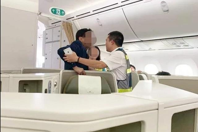 Sau vụ nữ Đại úy công an chửi mắng nhân viên, hành khách có thể bị phạt tù nếu gây rối tại sân bay? - Ảnh 2.