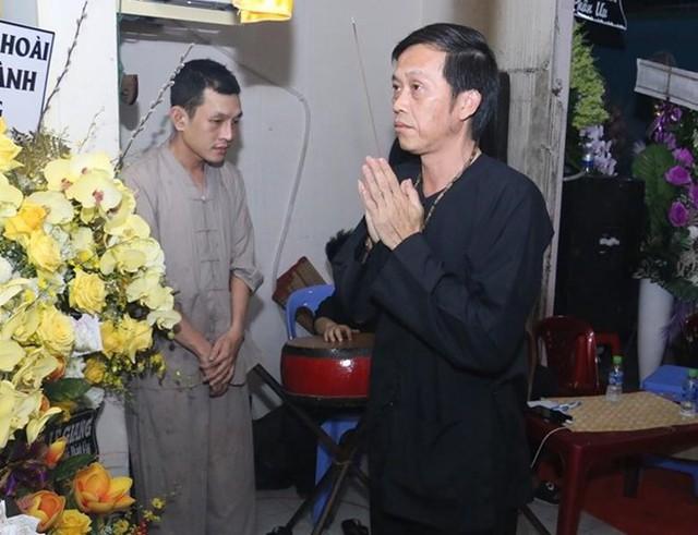 Hoài Linh và nhiều sao Việt về Cần Thơ viếng nghệ nhân Thành Giao - Ảnh 1.
