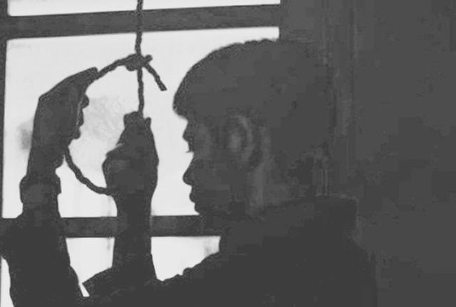 Nghi án công an viên treo cổ tự tử khi biết trưởng công an xã bị bắt - Ảnh 1.