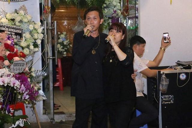 Hoài Linh và nhiều sao Việt về Cần Thơ viếng nghệ nhân Thành Giao - Ảnh 3.