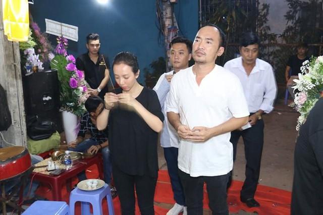 Hoài Linh và nhiều sao Việt về Cần Thơ viếng nghệ nhân Thành Giao - Ảnh 4.