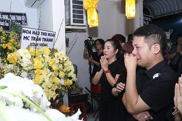 Hoài Linh và nhiều sao Việt về Cần Thơ viếng nghệ nhân Thành Giao - Ảnh 7.