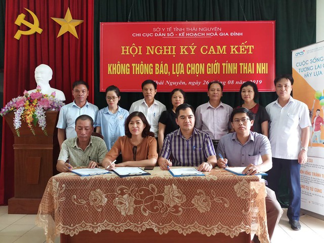 Thái Nguyên tổ chức ký cam kết không lựa chọn giới tính thai nhi - Ảnh 1.