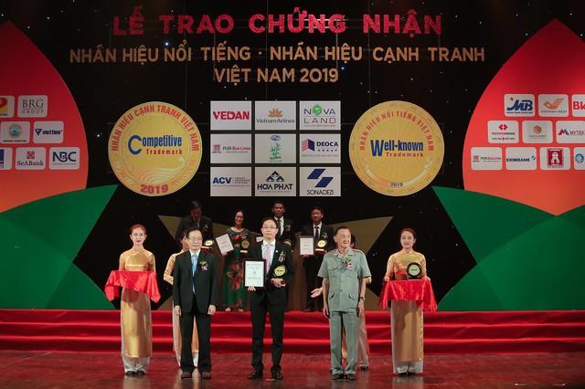 """Văn Phú - Invest được vinh danh """"Top 50 nhãn hiệu Nổi tiếng Việt Nam"""" - Ảnh 2."""