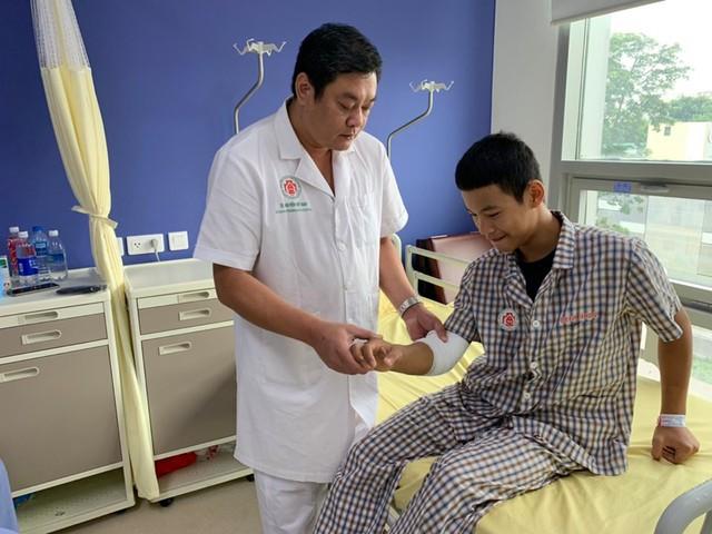 Bệnh nhân đầu tiên vỡ vụn chỏm xương được nối xương bằng kỹ thuật mới siêu nhanh - Ảnh 1.