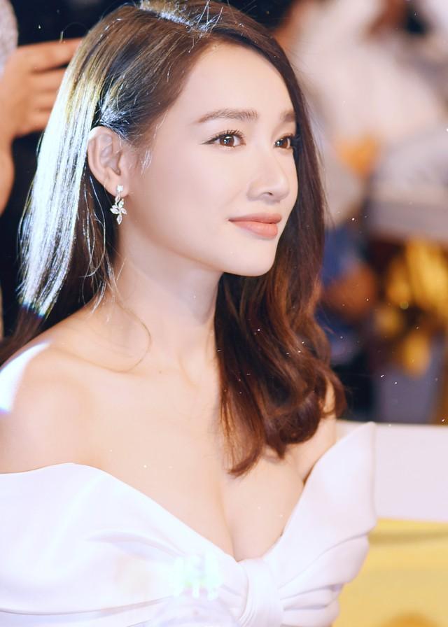 So kè style 3 nàng ngọc nữ 1990 của điện ảnh Việt: Người chăm diện đồ trễ nải, người thích diện đồ xì-tin hack tuổi triệt để  - Ảnh 2.