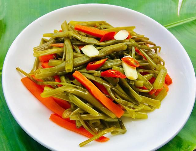 Cách làm rau muống trộn chua ngọt ngon giòn, dễ ăn - Ảnh 1.