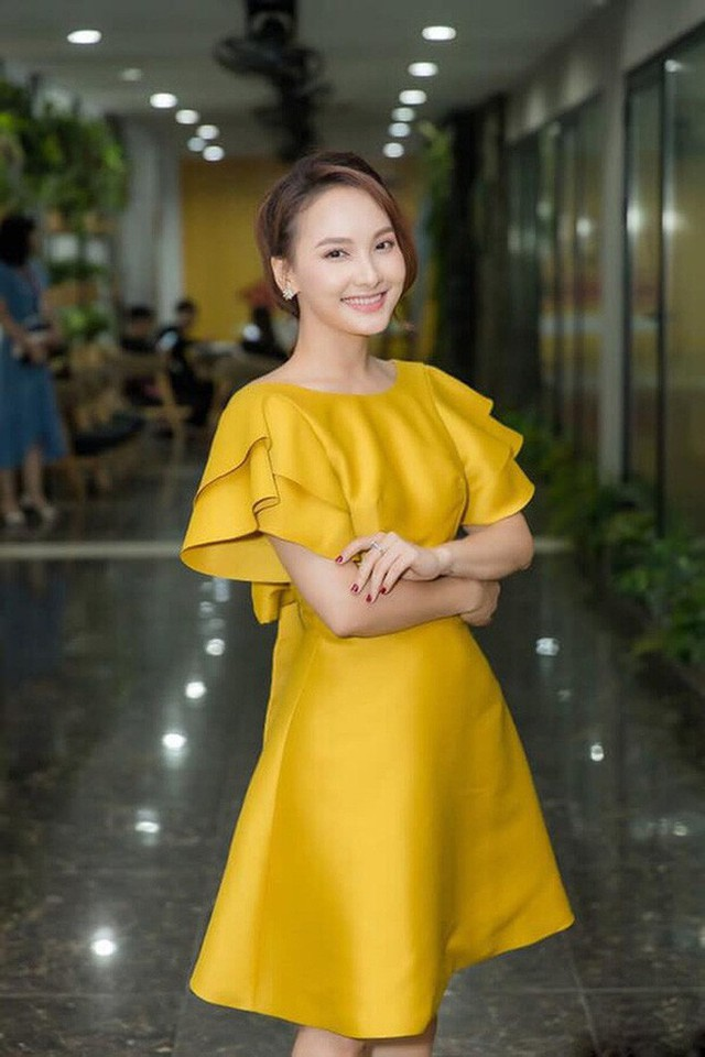 So kè style 3 nàng ngọc nữ 1990 của điện ảnh Việt: Người chăm diện đồ trễ nải, người thích diện đồ xì-tin hack tuổi triệt để  - Ảnh 11.