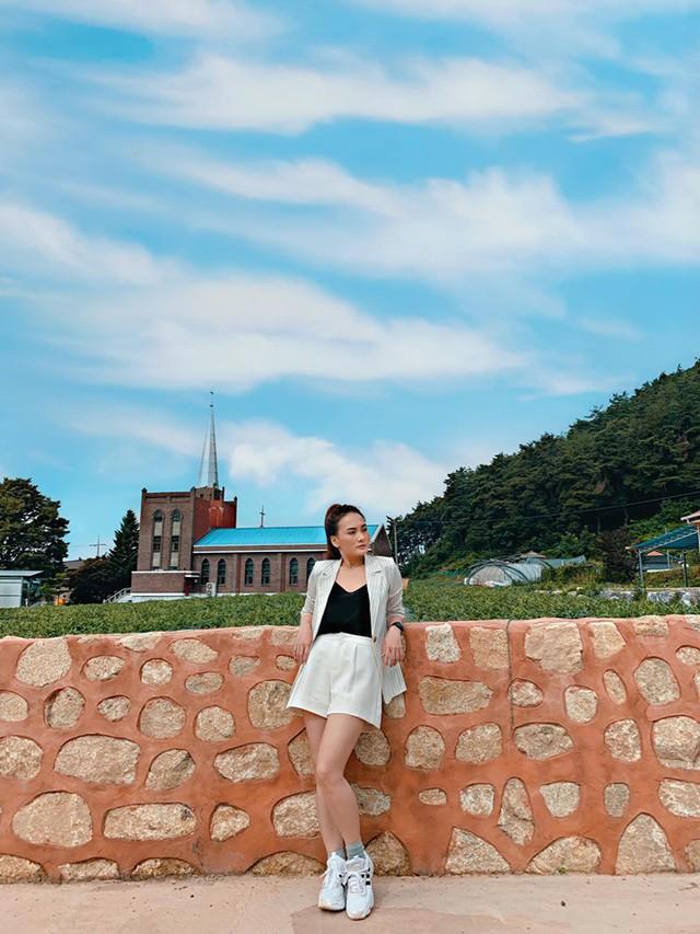So kè style 3 nàng ngọc nữ 1990 của điện ảnh Việt: Người chăm diện đồ trễ nải, người thích diện đồ xì-tin hack tuổi triệt để  - Ảnh 15.
