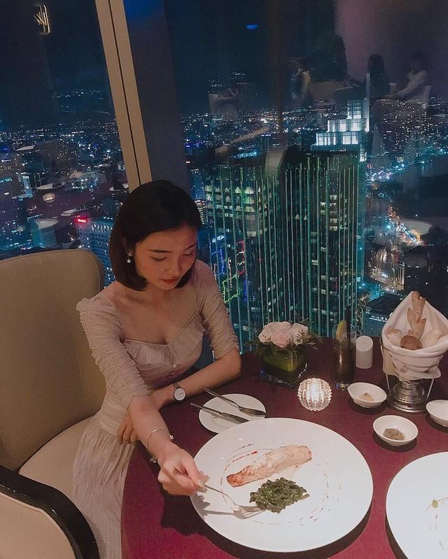Truy tìm 5 nhà hàng sang chảnh, view ngắm TP.HCM từ trên cao - Ảnh 6.