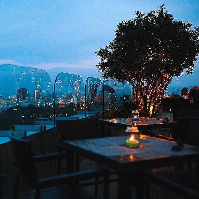 Truy tìm 5 nhà hàng sang chảnh, view ngắm TP.HCM từ trên cao - Ảnh 7.