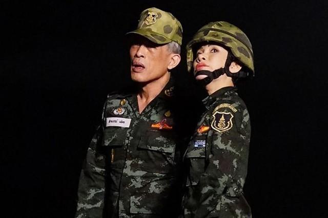 Hoàng quý phi Thái Lan mặc crop top lái máy bay - Ảnh 7.