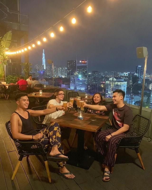 Truy tìm 5 nhà hàng sang chảnh, view ngắm TP.HCM từ trên cao - Ảnh 8.