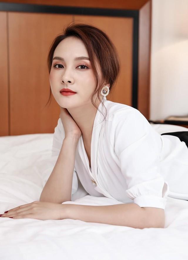 So kè style 3 nàng ngọc nữ 1990 của điện ảnh Việt: Người chăm diện đồ trễ nải, người thích diện đồ xì-tin hack tuổi triệt để  - Ảnh 9.