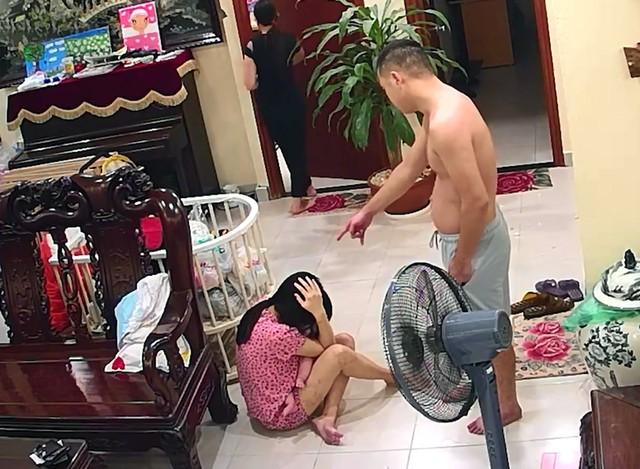 BẤT NGỜ: Người vợ bị võ sư đánh đập dã man đã rút đơn tố cáo - Ảnh 2.