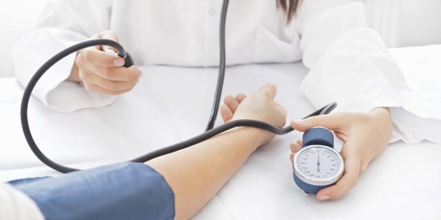 Người cao tuổi bị cao huyết áp nên ăn uống thế nào? - Ảnh 1.