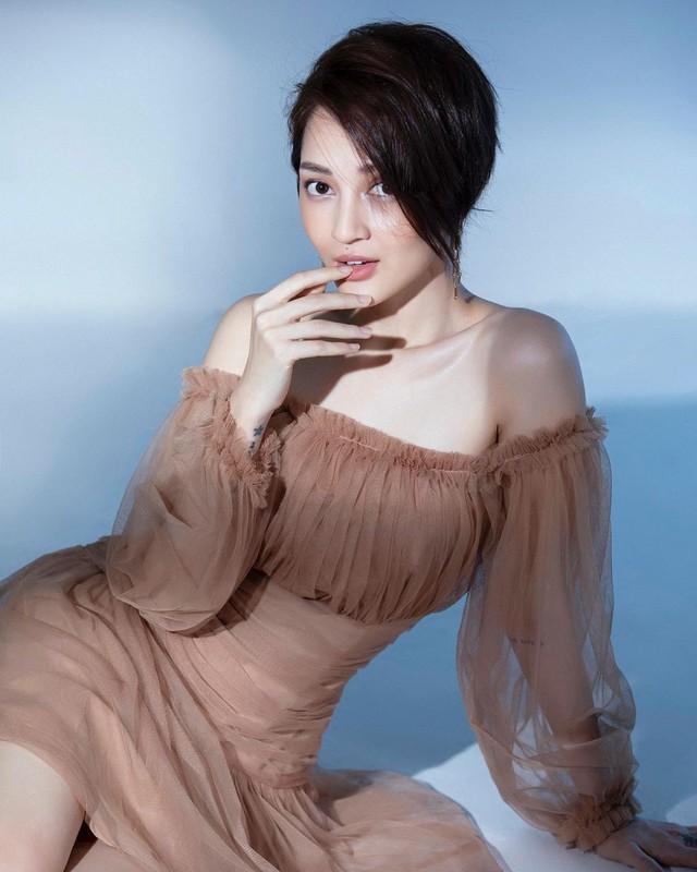 Cùng diện một kiểu váy sexy, Bảo Anh hay gái hai con Phạm Quỳnh Anh sẽ giành phần thắng? - Ảnh 3.