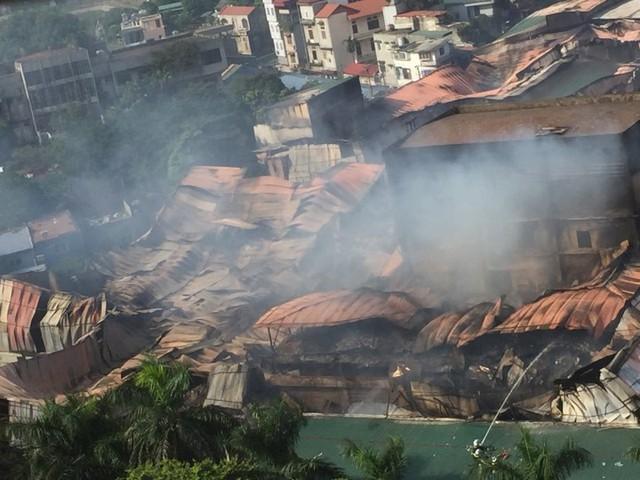 Sau vụ cháy tại Công ty Rạng Đông: Hàng trăm học sinh nghỉ học, xin chuyển trường - Ảnh 3.
