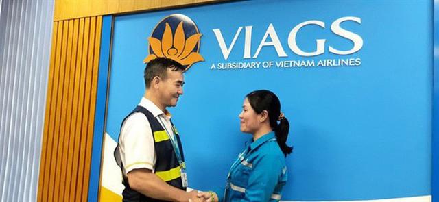 Nữ nhân viên ở Tân Sơn Nhất nhặt được 1 tỉ đồng: Tiền đó có phải của mình đâu - Ảnh 2.