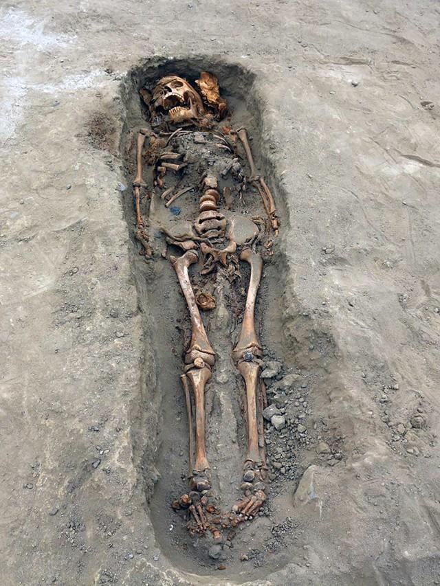 Phát hiện ngôi mộ tập thể chứa hài cốt 227 đứa trẻ, tiết lộ sự thật rùng rợn về nghi lễ hiến tế mê tín ngàn năm trước - Ảnh 2.