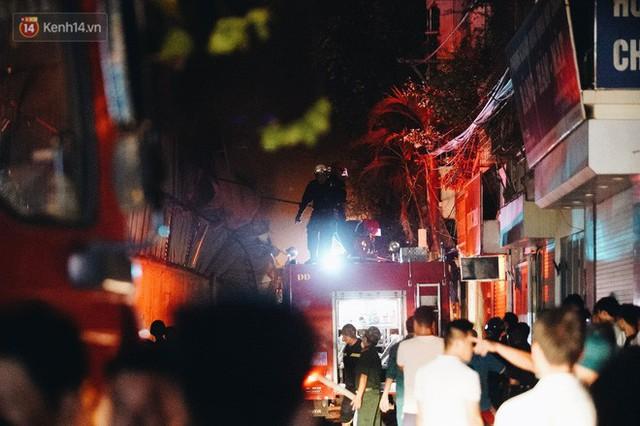 Vụ cháy Rạng Đông hơn 5 tiếng và tình người dân - Người lính trong hoả hoạn: Cảm ơn những chiến sĩ dũng cảm - Ảnh 13.