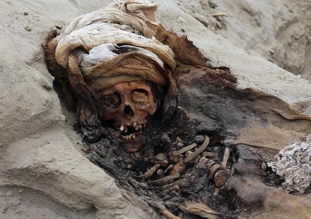 Phát hiện ngôi mộ tập thể chứa hài cốt 227 đứa trẻ, tiết lộ sự thật rùng rợn về nghi lễ hiến tế mê tín ngàn năm trước - Ảnh 4.