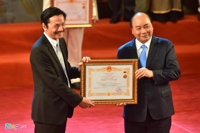 Nghệ sĩ 90 tuổi Trần Hạnh xúc động nhận danh hiệu NSND - Ảnh 6.
