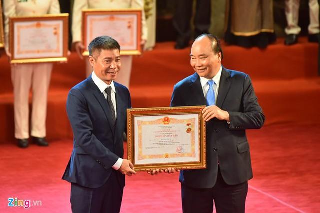 Nghệ sĩ 90 tuổi Trần Hạnh xúc động nhận danh hiệu NSND - Ảnh 7.