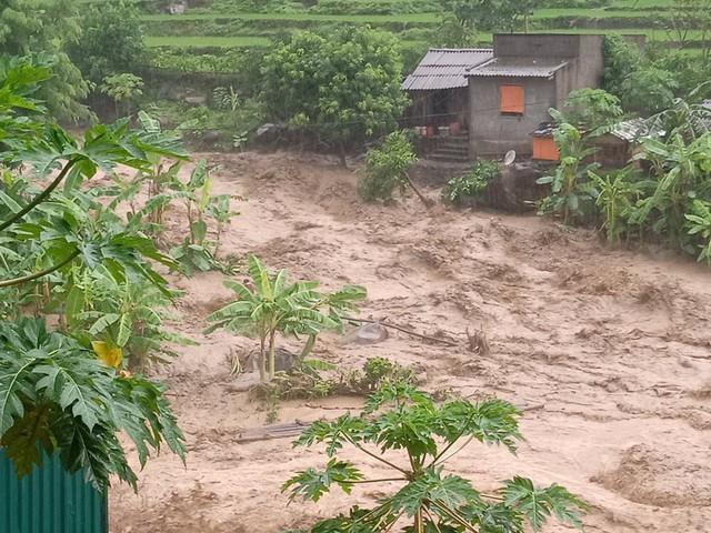 1 người chết, 15 người mất tích do ảnh hưởng của cơn bão số 3 - Ảnh 2.