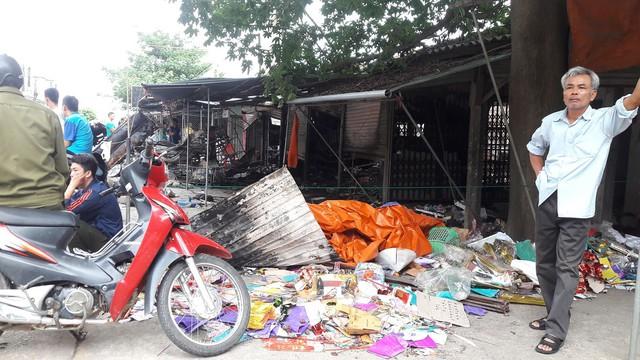 Cháy lớn ở chợ Voi (Hà Tĩnh), người dân hoảng loạn trong đêm - Ảnh 4.