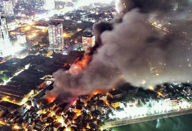 Dân về quê, ở khách sạn sau cháy kho Rạng Đông - Ảnh 1.