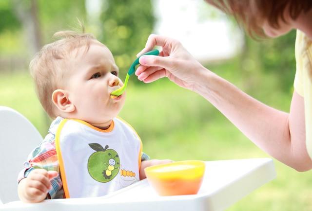 Quấy bột cho bé ăn dặm kiểu này, trẻ biếng ăn mệt mỏi và dễ cao huyết áp khi lớn lên  - Ảnh 3.