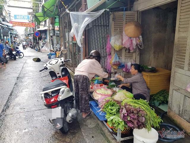 Nữ trưởng công an phường ở Cần Thơ xô xát với người đi chợ - Ảnh 3.