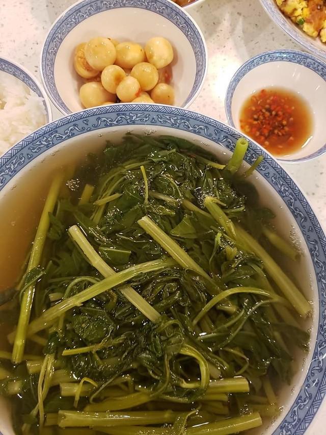 Vừa về Mỹ với chồng con, Việt Hương khoe mâm cơm liền nhận ngay những thắc mắc - Ảnh 4.