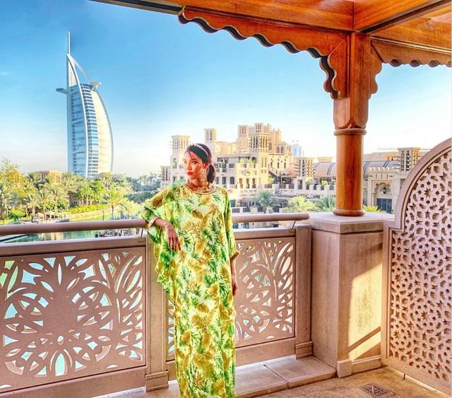 Bụng bầu vượt mặt, Lan Khuê vẫn được chồng chiều chuộng đưa đi du lịch tận Dubai - Ảnh 1.