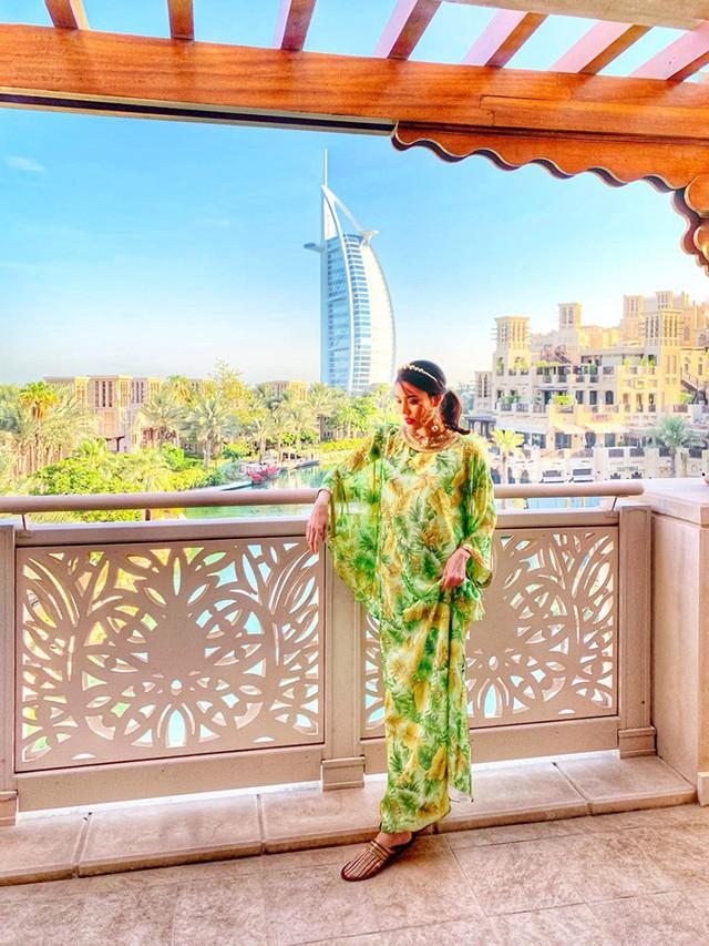Bụng bầu vượt mặt, Lan Khuê vẫn được chồng chiều chuộng đưa đi du lịch tận Dubai - Ảnh 2.