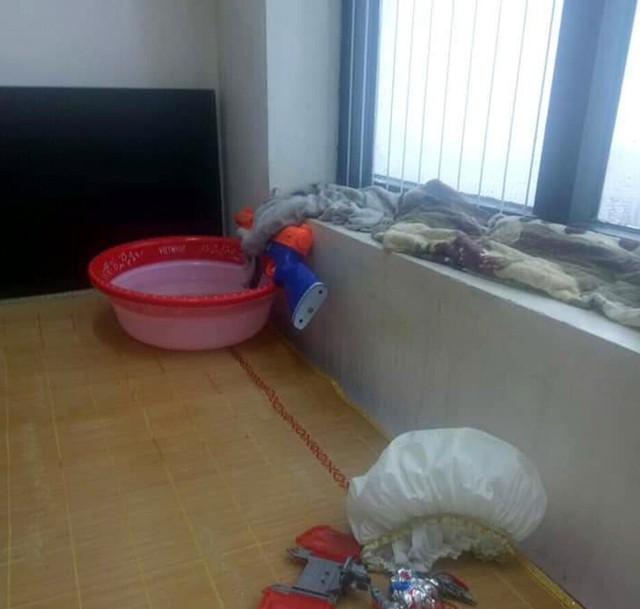 Hà Nội: Ngày mưa bão, dân chung cư ngao ngán chống ngập giữa lưng trời - Ảnh 5.