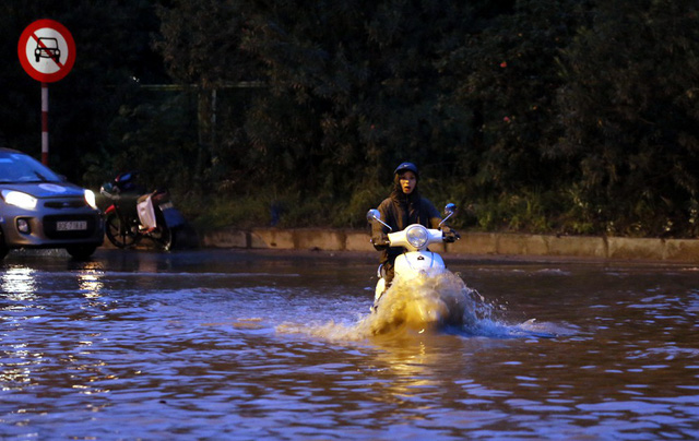 Hà Nội: Vạn người vật lộn trong biển nước trước cổng Thiên đường Bảo Sơn - Ảnh 6.