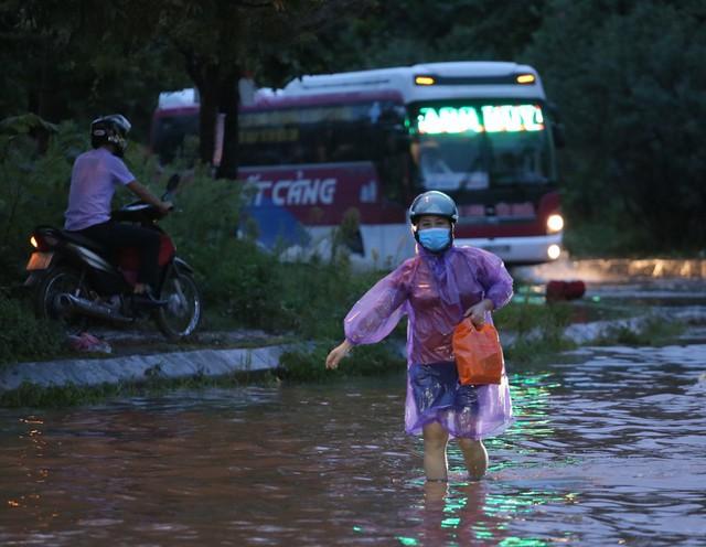 Hà Nội: Vạn người vật lộn trong biển nước trước cổng Thiên đường Bảo Sơn - Ảnh 5.