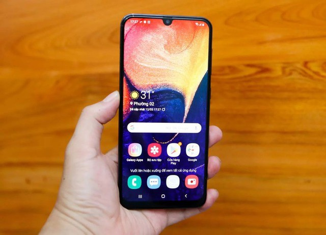 8 smartphone sạc nhanh giá dưới 7 triệu đồng - Ảnh 4.