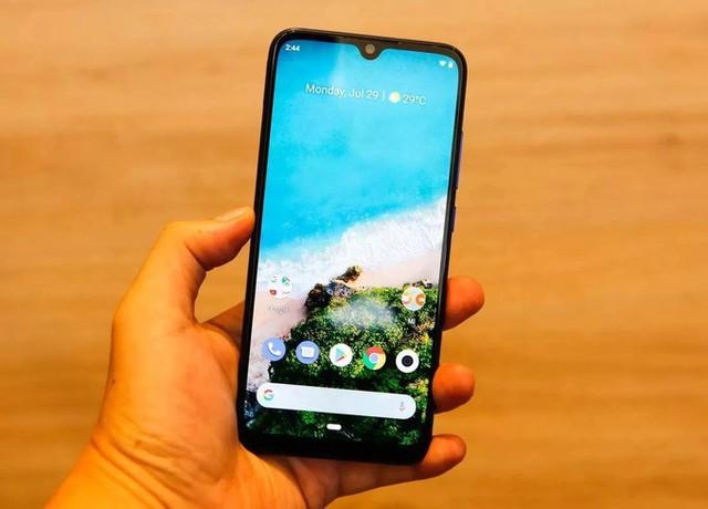 8 smartphone sạc nhanh giá dưới 7 triệu đồng - Ảnh 3.