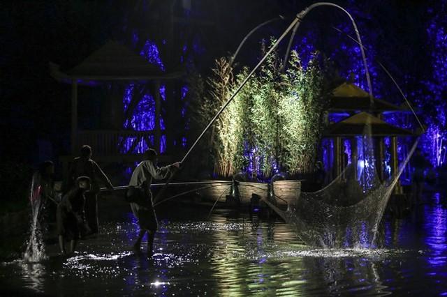 Bảo Thanh dầm mưa cùng Phùng Khánh Linh diễn vai tú nữ - Ảnh 4.