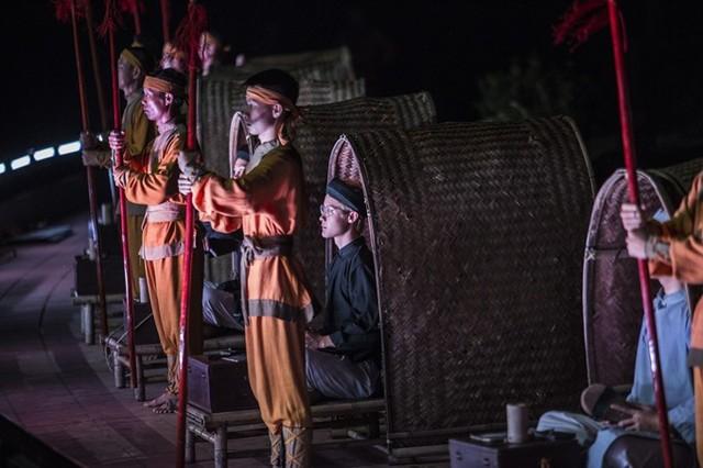 Bảo Thanh dầm mưa cùng Phùng Khánh Linh diễn vai tú nữ - Ảnh 9.