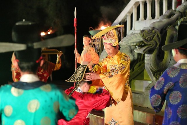Bảo Thanh dầm mưa cùng Phùng Khánh Linh diễn vai tú nữ - Ảnh 10.