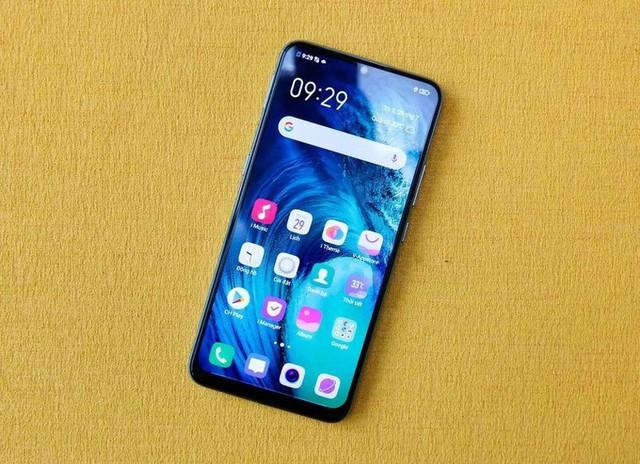 8 smartphone sạc nhanh giá dưới 7 triệu đồng - Ảnh 2.