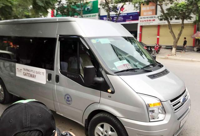 Nhiều trường ở Hà Nội hối hả siết chặt việc đưa đón học sinh - Ảnh 2.