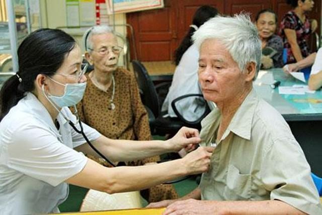 Bệnh mạch vành ở người cao tuổi và những lưu ý cần nhớ - Ảnh 1.