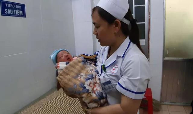 Một mình tới bệnh viện sinh con rồi bỏ đi - Ảnh 1.