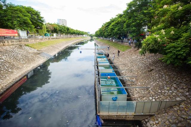 Chuyên gia Nhật Bản rửa mặt, tắm gội giữa sông Tô Lịch - Ảnh 7.