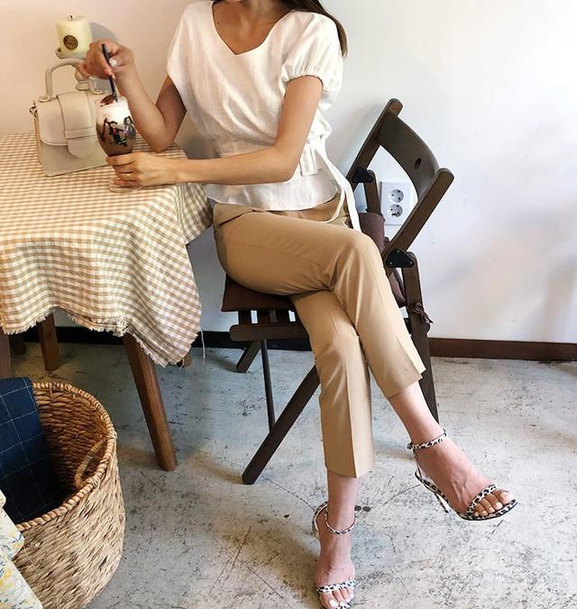 """Để mặc quần âu chuẩn đẹp mà không """"dừ"""" thì nàng công sở đừng bỏ qua 3 tips sau - Ảnh 2."""